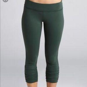 Beyond Yoga gathered crop leggings XS